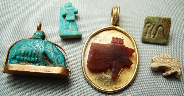519: Egypt, Late Period, lot of 5 small amulets