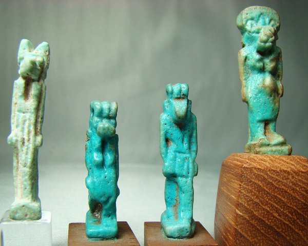 524: Egypt, 4 very nice small faience amulets