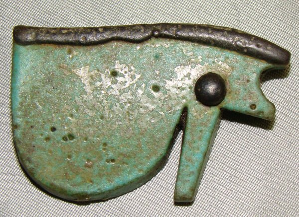 """19: Egypt, Late Period, amulet of an """"eye of Horus"""""""