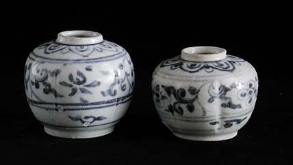 1023: Lot of 2 blue and white jarlets, late 1