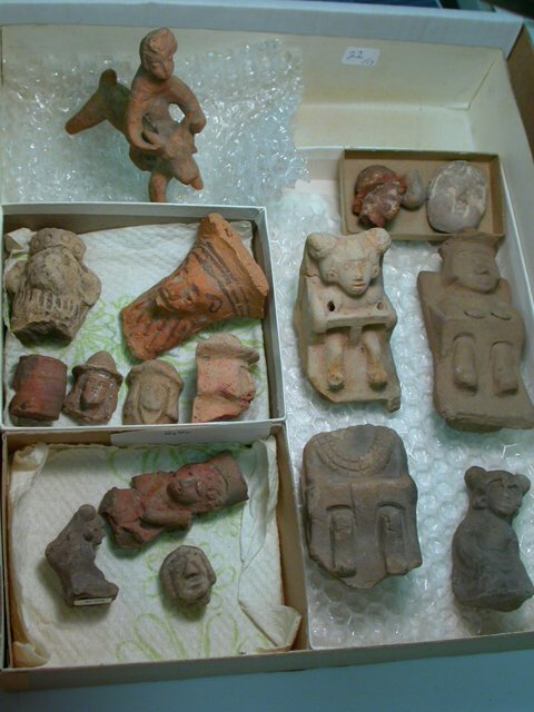 1022: Colonial figurines and heads, c. 1521AD