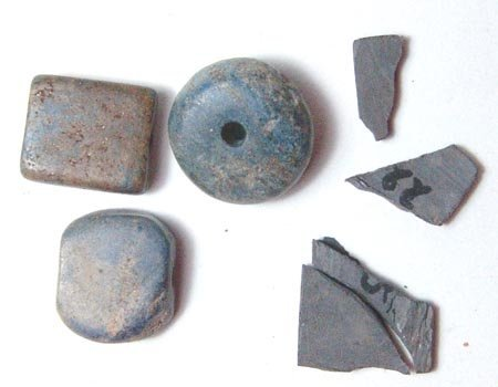 20: Lot of 4 items of Lapis Lazuli. Three of them are b