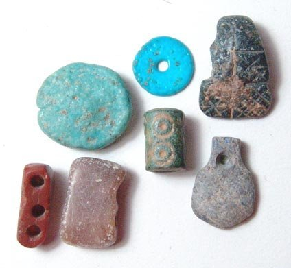 22: Lot of 7 beads, four of various types of stone and