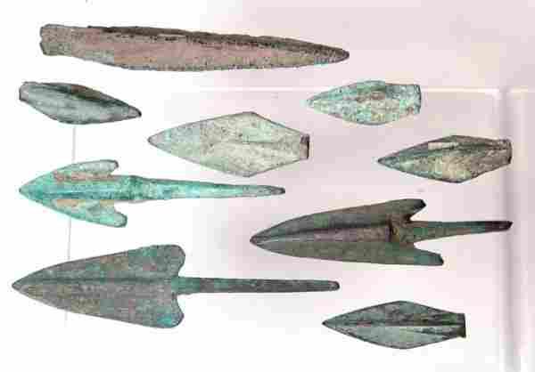 Lot of 9 various arrowheads