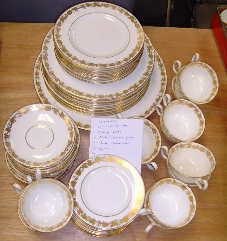 4: Wedgwood English Porcelain Dinner Set  - Approx. 5