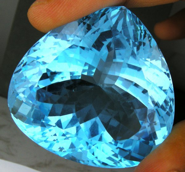 313: HUGE INVESTMENT 332.6CTS SWISS BLUE TOPAZ~IF