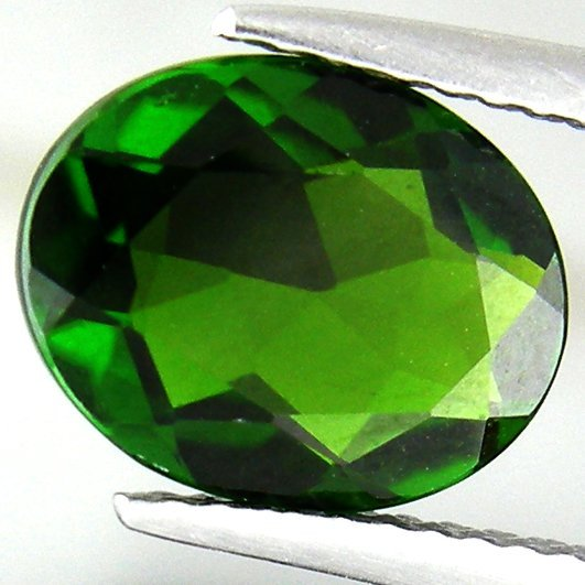 851: 2.26 cts-Cream Piece Vivid Hot AAA Chrome Diopside