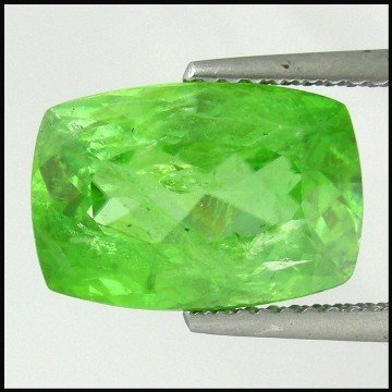 83: 4.34cts~100%Natural Rich color Change Sphene