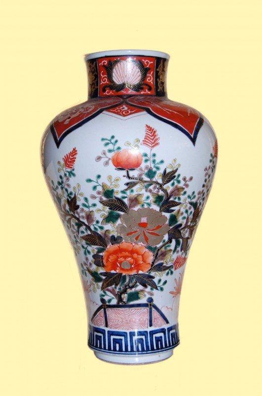 14: Famille-Rose porcelain vase from Japan