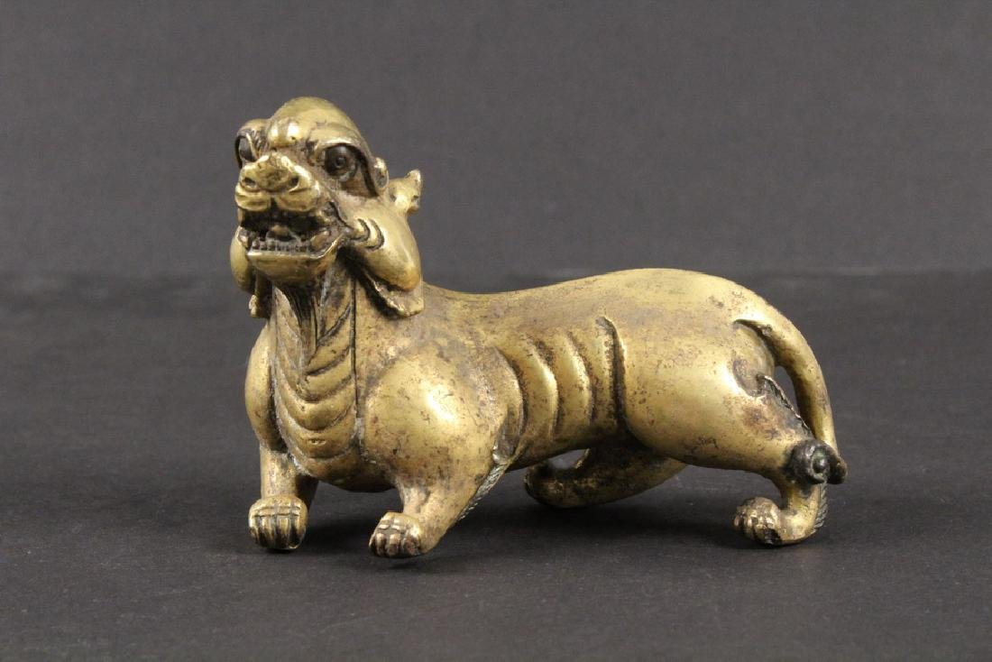EARLY CHINESE GILT BRONZE FIGURINE