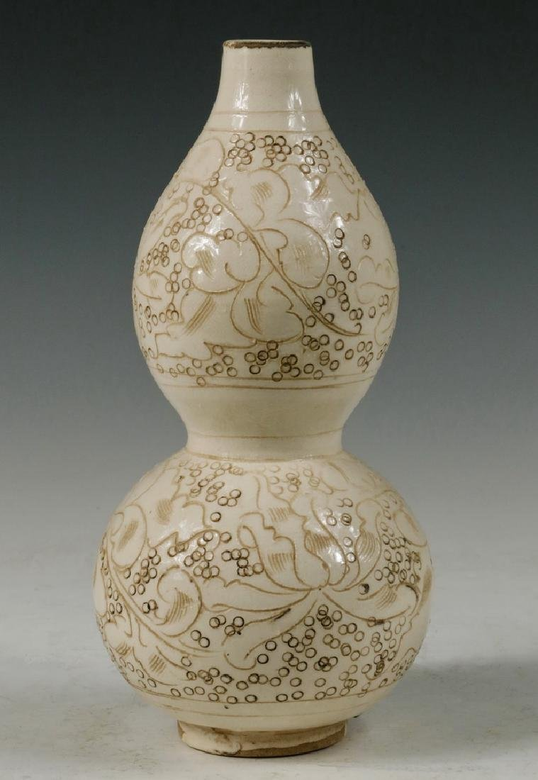 CHINESE DOUBLE GOURD VASE