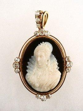 629: Cameo Brooch c1860 Elizabeth I Portrait Diamonds