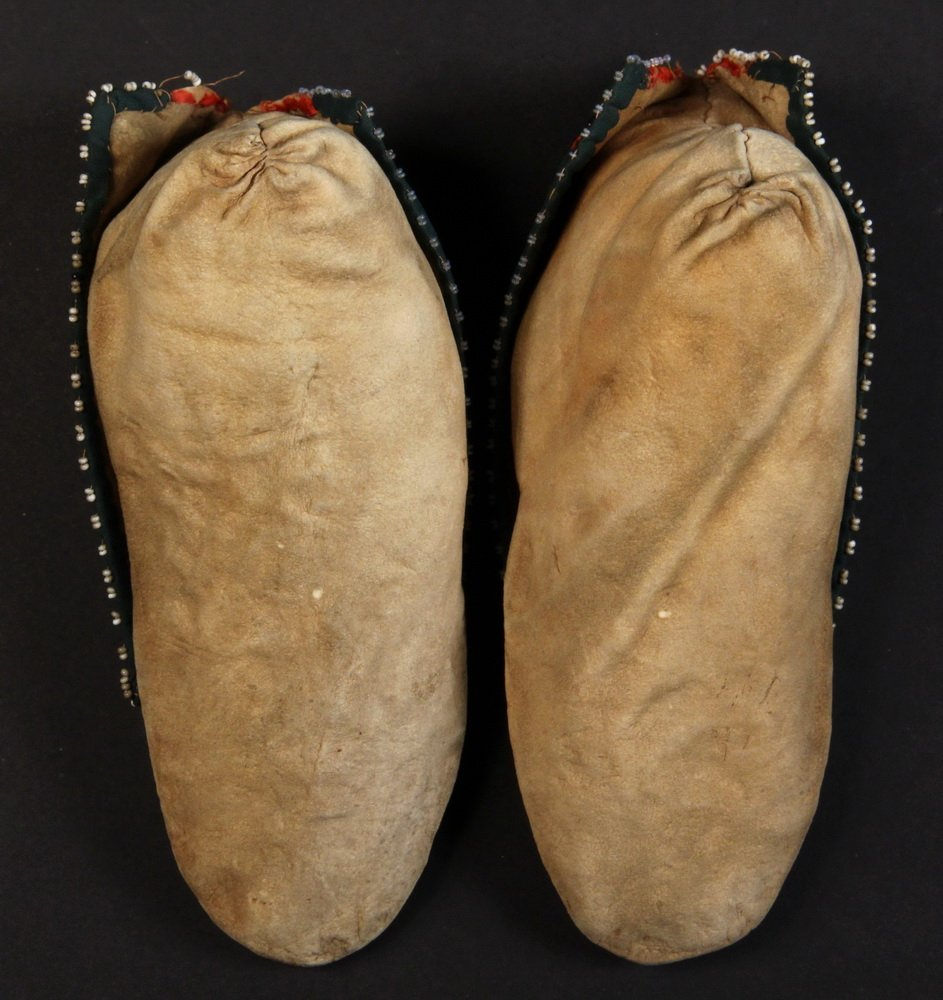 LENAPE CHILDREN'S MOCCASINS - Pair of Beaded Moccasins, - 2