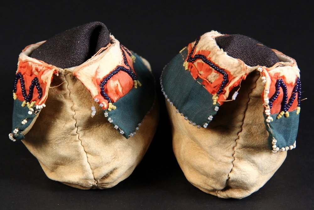 LENAPE CHILDREN'S MOCCASINS - Pair of Beaded Moccasins, - 3