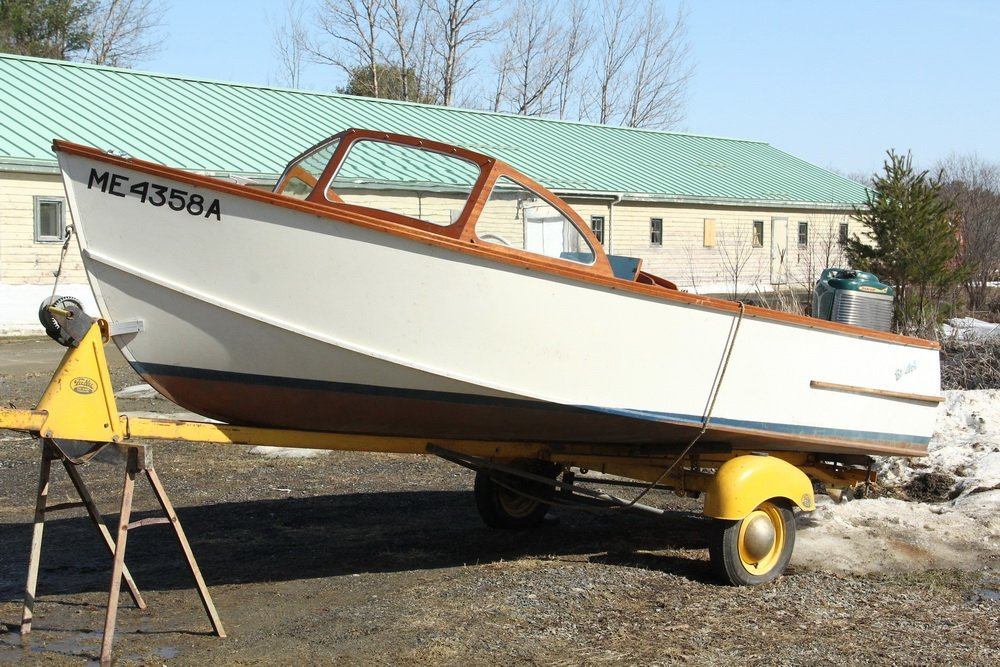 16 FOOT BRISTOL RUNABOUT - Boat, Motor and Trailer, all - 2