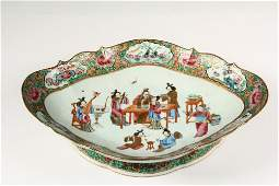 CHINESE EXPORT PORCELAIN PLATEAU - Large Famille Rose