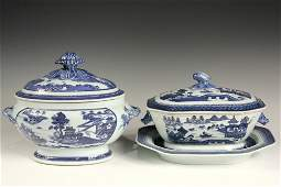 (2) CHINESE EXPORT SERVING PIECES - 19th c. Canton