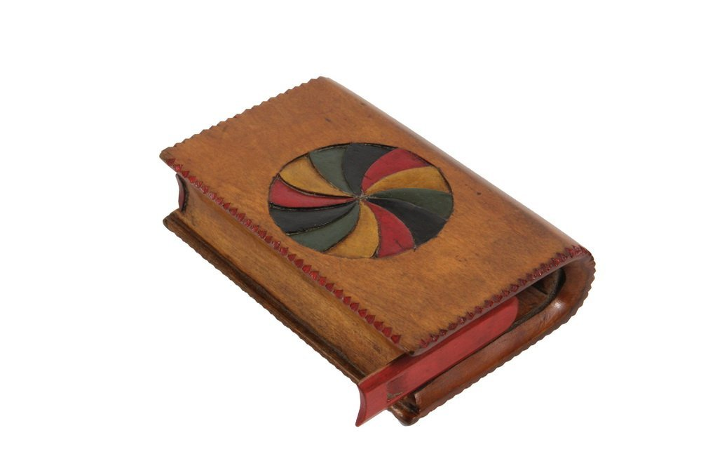 SPRUCE GUM BOX - 19th c. Maine Folk Art Keepsake Box