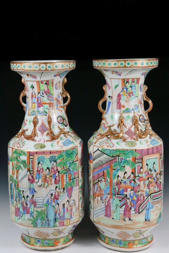 PAIR OF CHINESE TEMPLE VASES - Qing Ku-Form Floor Vases