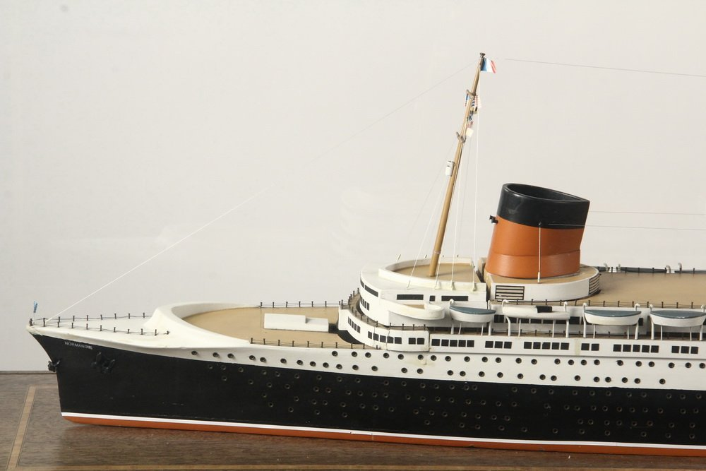 BOARDROOM SHIP MODEL ON STAND - Full Builder's Model of - 2