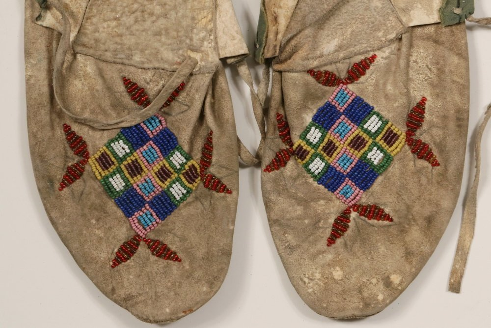 PAIR OF NATIVE AMERICAN MOCCASINS - Plains Indian - 2