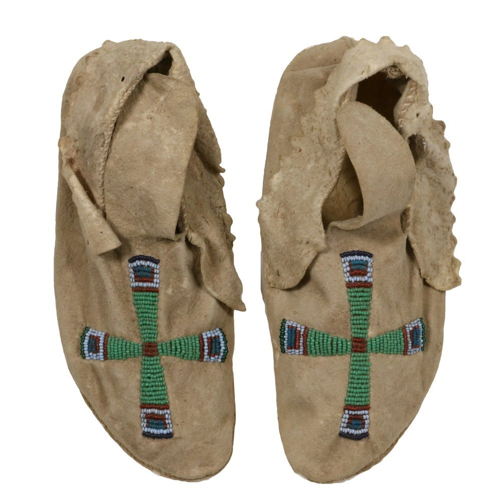 PAIR OF NATIVE AMERICAN MOCCASINS - Plains Indian,