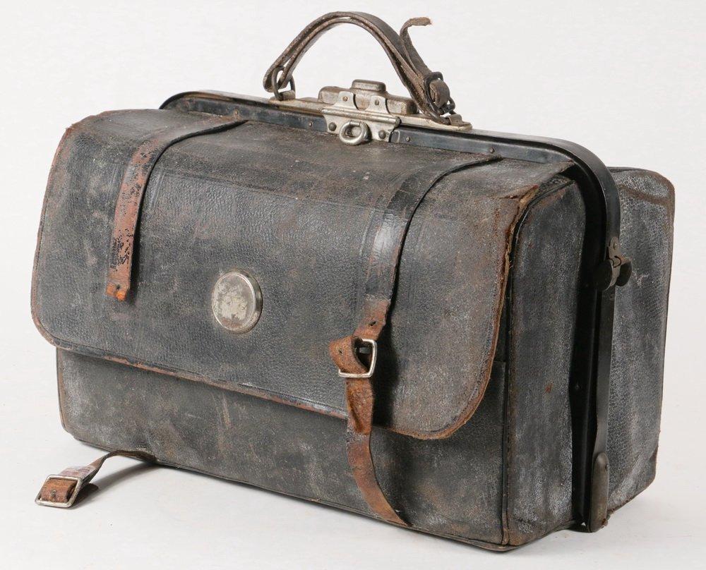 KODAK CAMERA & PORTABLE DARKROOM - Circa 1900 Kit in - 4