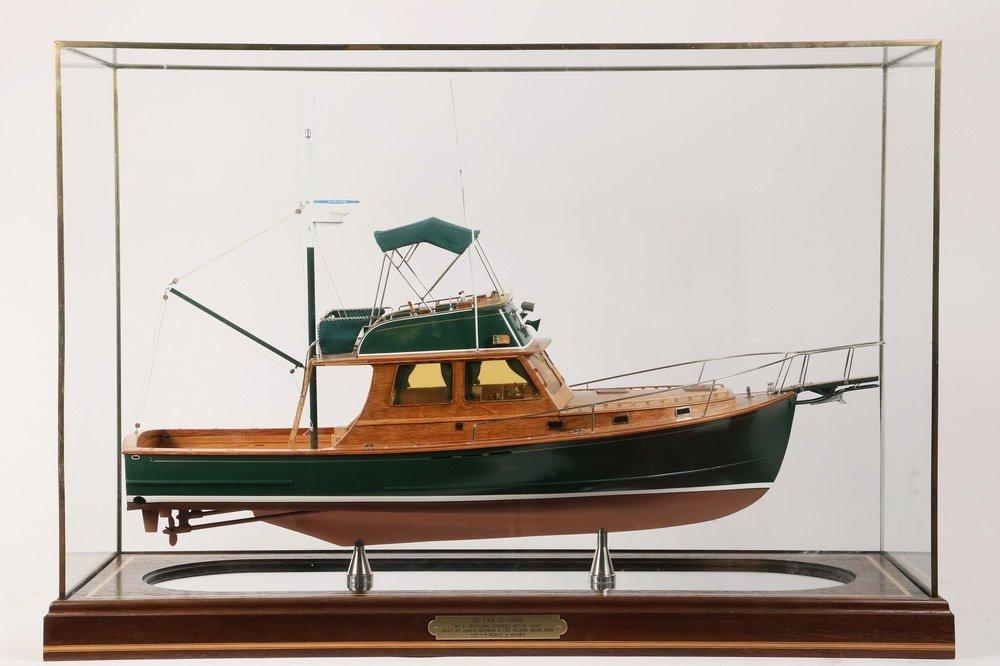 CASED SHIP MODEL - Scale Model of the Motor Yacht 'So - 2