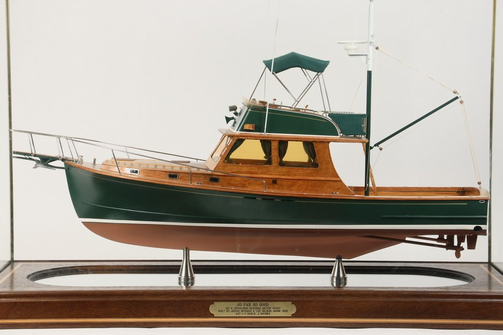 CASED SHIP MODEL - Scale Model of the Motor Yacht 'So - 4