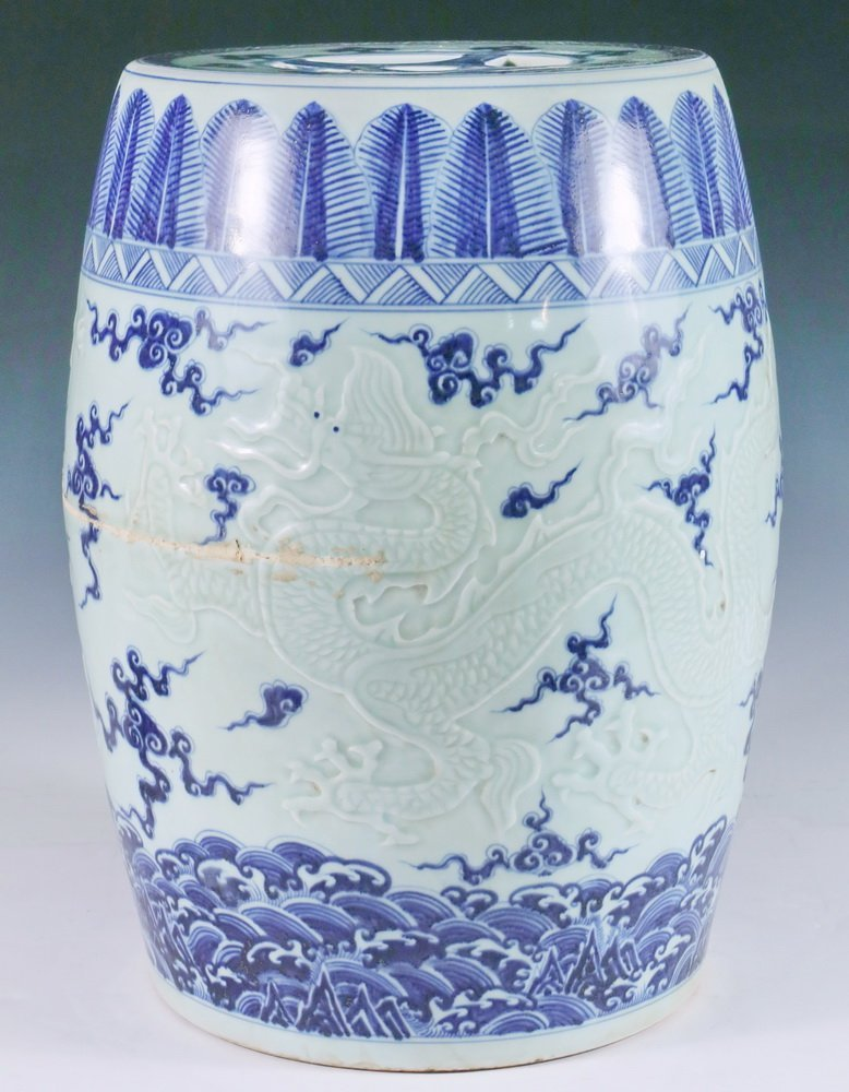 CHINESE PORCELAIN SEAT - Ming Dynasty Style,