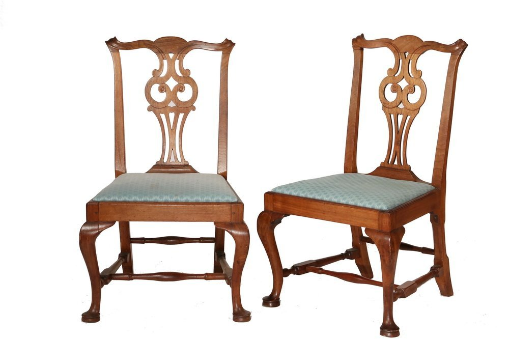 PAIR OF SIDECHAIRS - American Colonial Period Queen