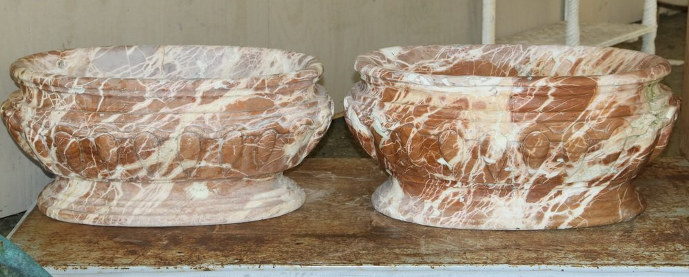 PAIR OF MARBLE WATER BASINS OR PLANTERS - 18th c. - 3