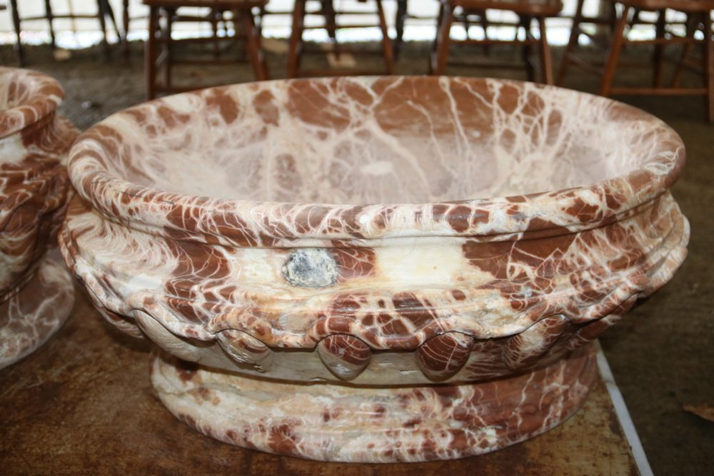 PAIR OF MARBLE WATER BASINS OR PLANTERS - 18th c. - 6