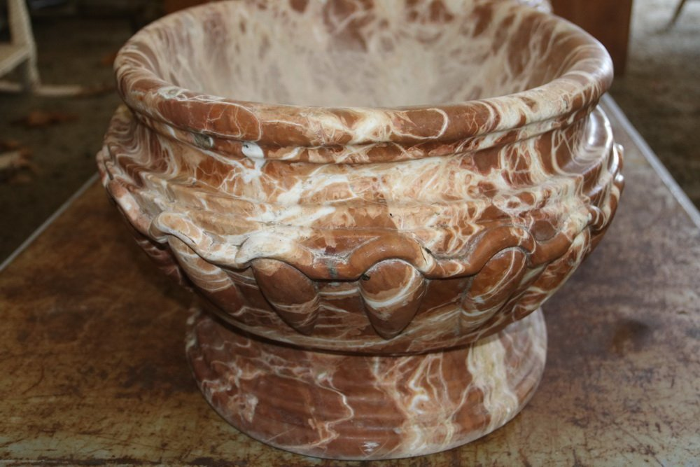 PAIR OF MARBLE WATER BASINS OR PLANTERS - 18th c. - 7
