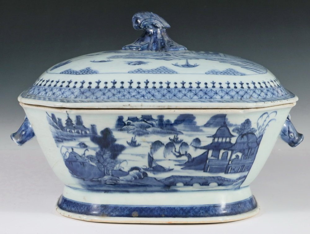 CHINESE EXPORT COVERED DISH - Canton Blue & White