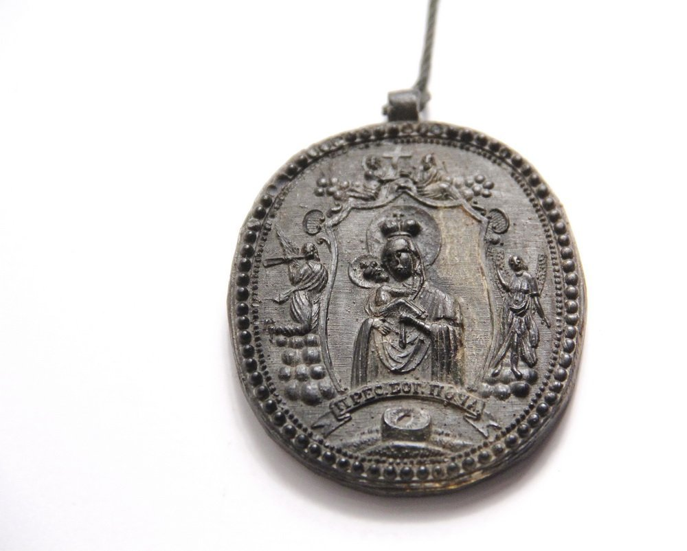 RUSSIAN HORN PENDANT - Rare Oval Devotion Pressed Horn