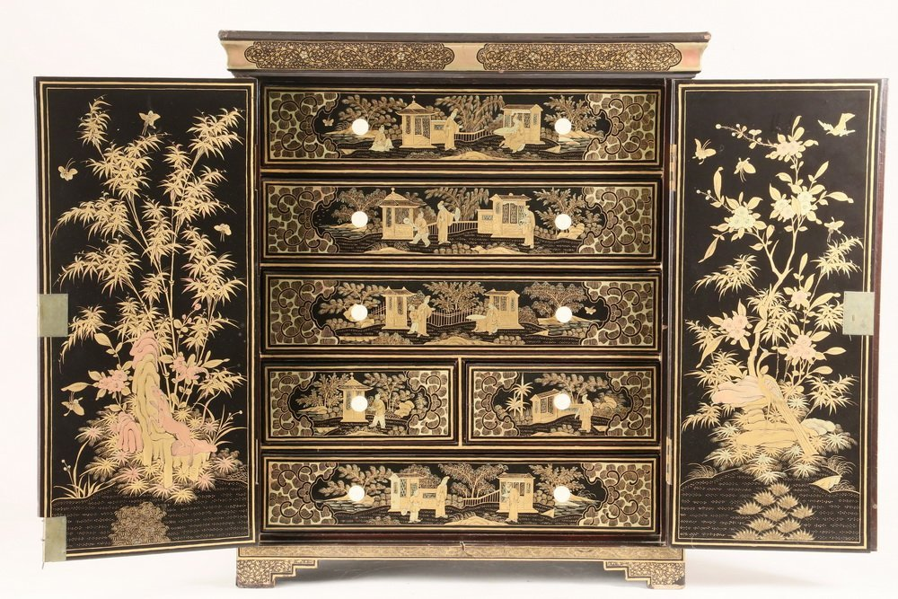 CHINESE MINIATURE COLLECTOR'S CABINET - A diminutive - 3