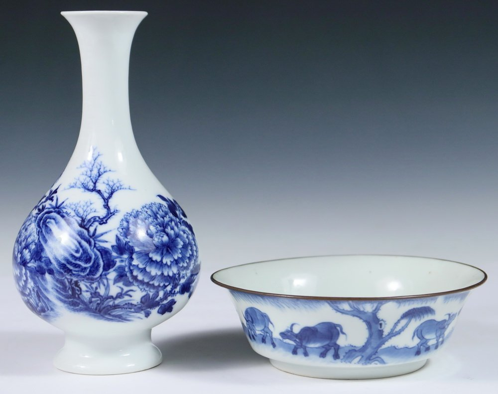 VASE & BOWL - (2) Pcs of 19th c. Chinese Blue & White