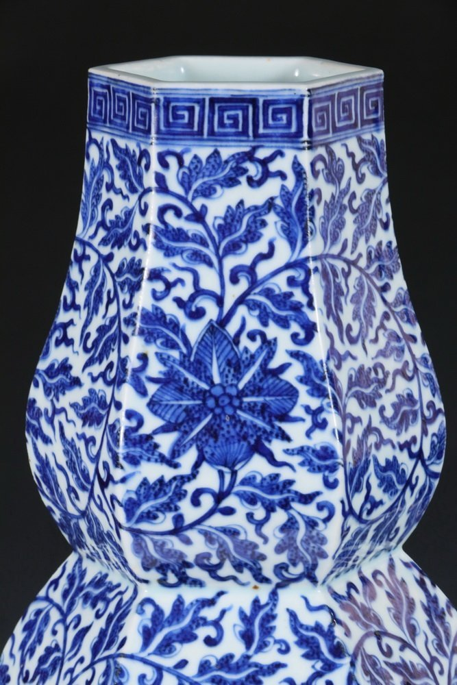 LARGE CHINESE PORCELAIN VASE - Qing Dynasty Blue and - 2