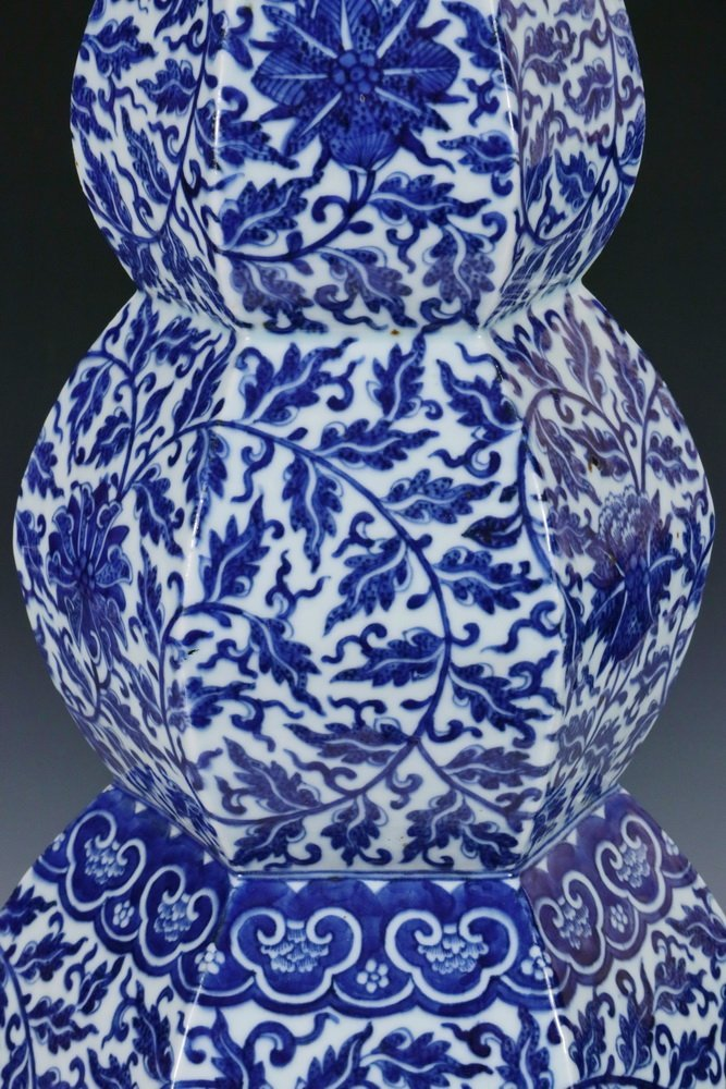 LARGE CHINESE PORCELAIN VASE - Qing Dynasty Blue and - 3