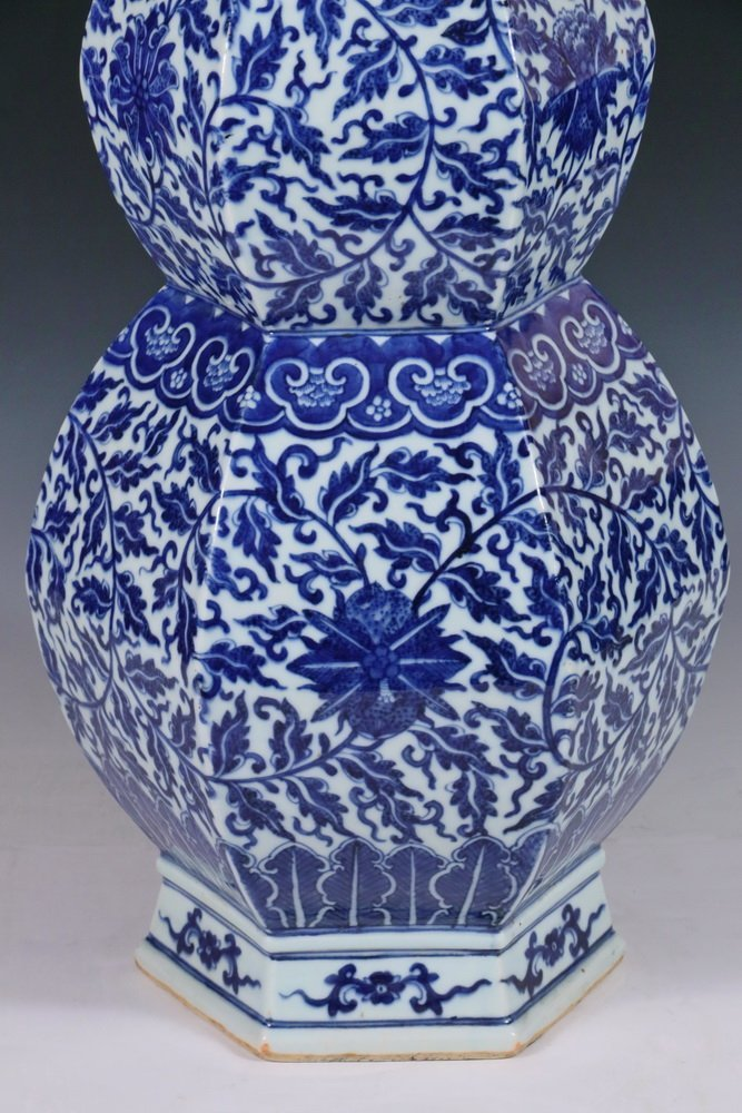 LARGE CHINESE PORCELAIN VASE - Qing Dynasty Blue and - 4