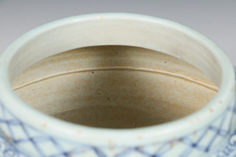 CHINESE POTTERY JAR - Ming Dynasty Style Squat Blue & - 4