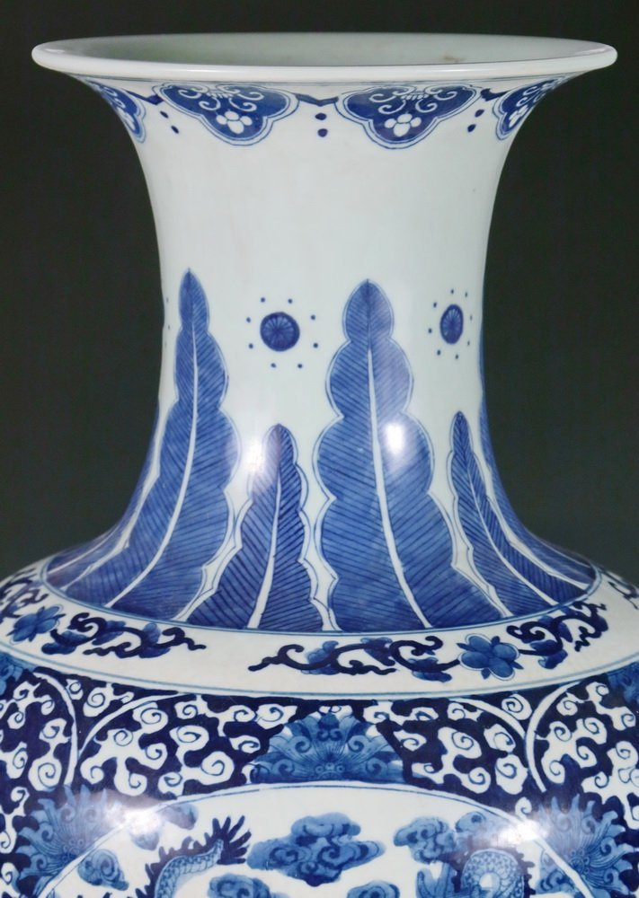 CHINESE PORCELAIN FLOOR VASE - Large Qing Blue and - 2