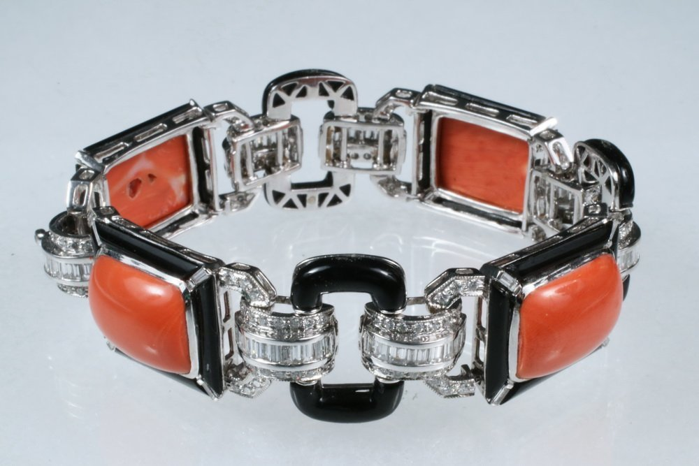 BRACELET - 18K White Gold, Coral, Onyx and Diamond Link