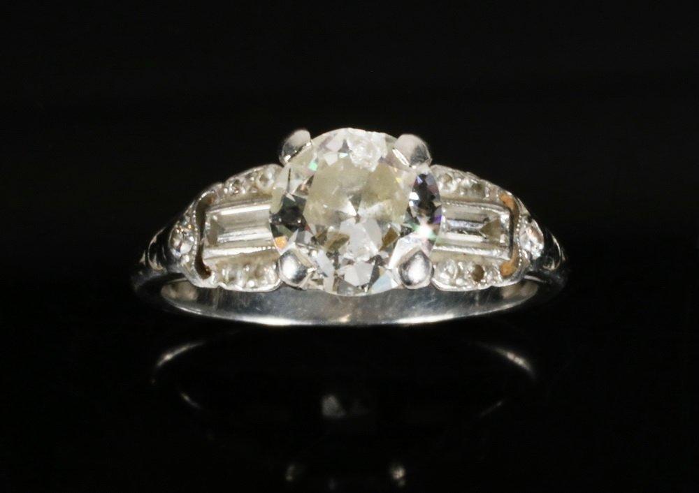 LADIES RING - Circa 1930 Platinum and Diamond ring,