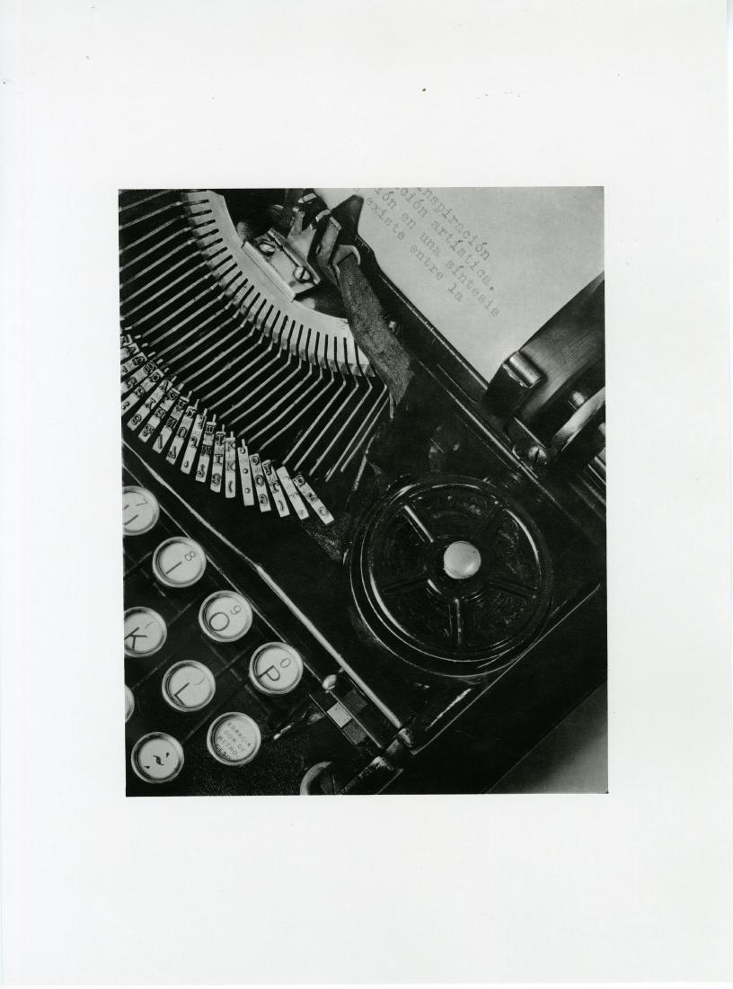 559: TINA MODOTTI - The Typewriter of Julio Antonio