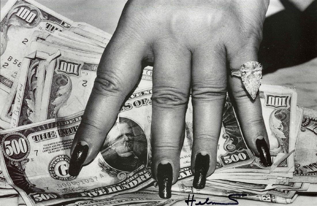 1442: HELMUT NEWTON - Fat Hand and Dollars