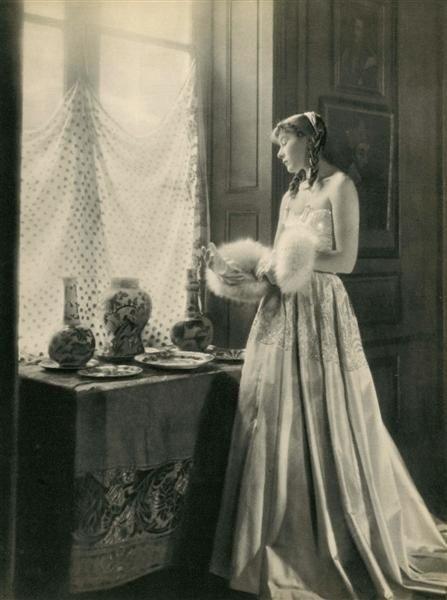 17: LAURE ALBIN-GUILLOT (French) Original vintage photo