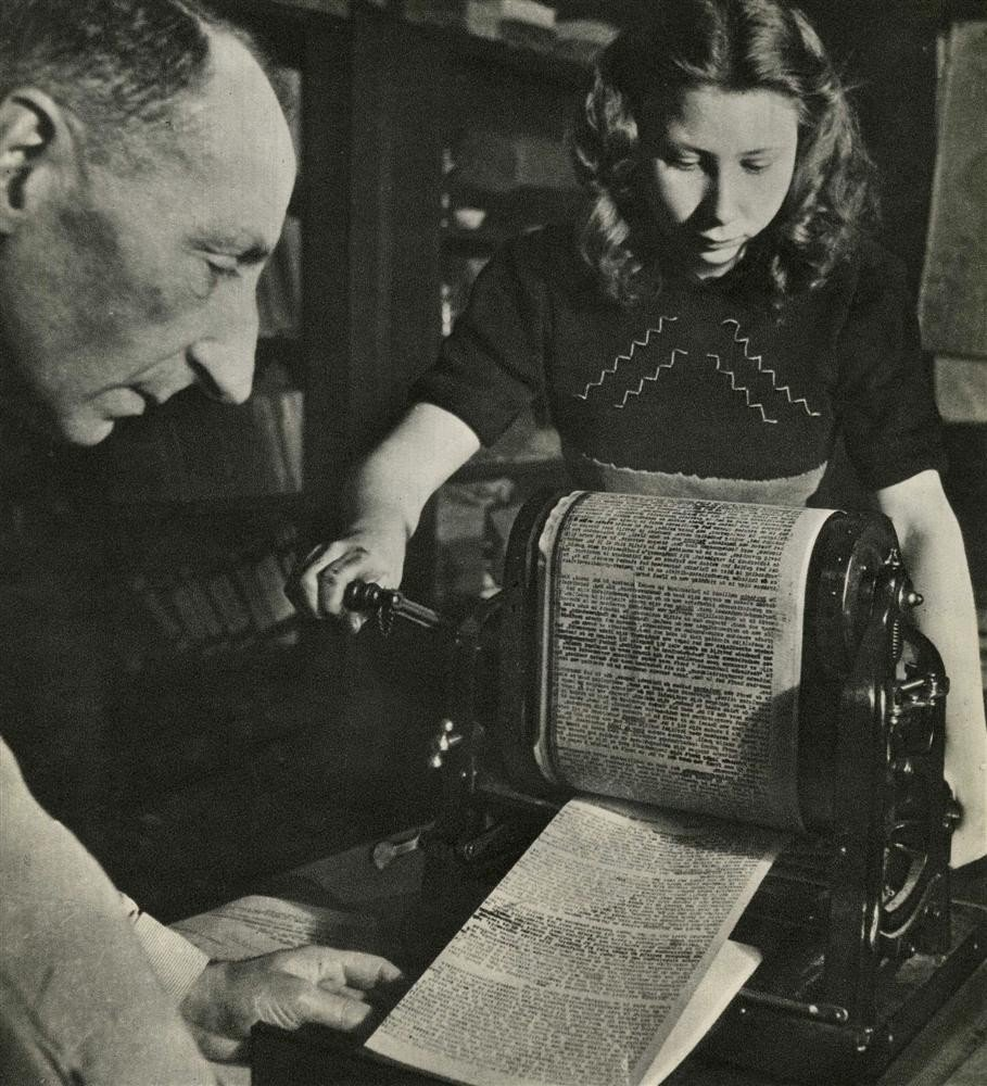 1063: CAS OORTHYS - Original vintage photogravure