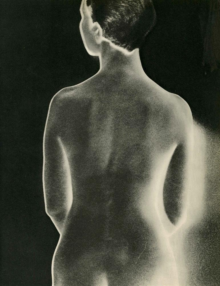 1042: MAN RAY - Original vintage photogravure